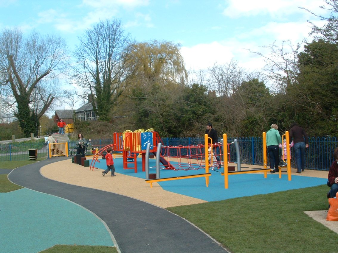 Why UK Playgrounds Don't Provide Enough PlayOpportunities